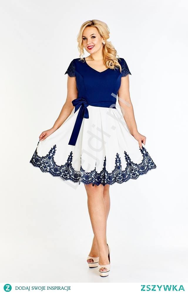 Koktajlowa sukienka plus size biało granatowa, duże rozmiary. Sukienka na wesele, na urodziny, sukienka na święta. lejdi.pl
