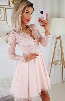 Koronkowa sukienka z tiulowymi rękawami brzoskwiniowa Bicotone