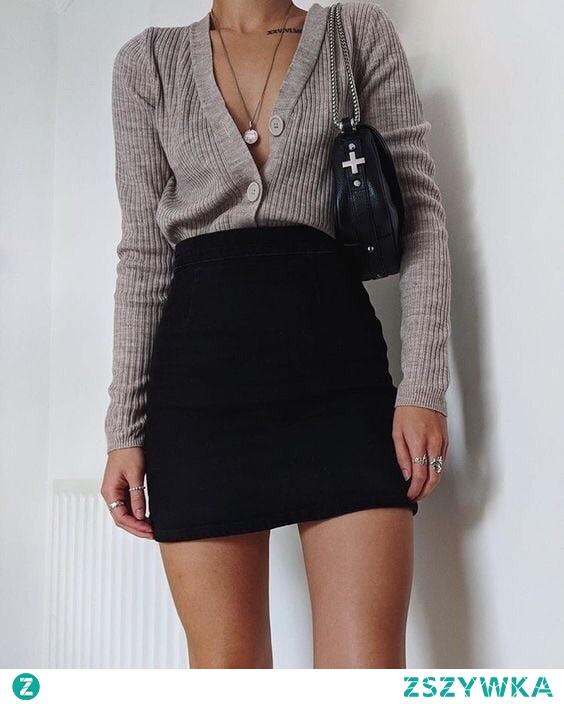 Modna stylizacja ze spódnicą i kardiganem