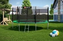 Bardzo duża trampolina ogro...