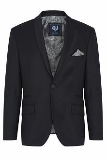 Czarny garnitur zapinany na jeden guzik. Wykonany z wełnianej włoskiej tkaniny 110's w gładki deseń. Marynarka posiada wąskie szalowe klapy pozbawione szwu AMF. Z tyłu dwa ...