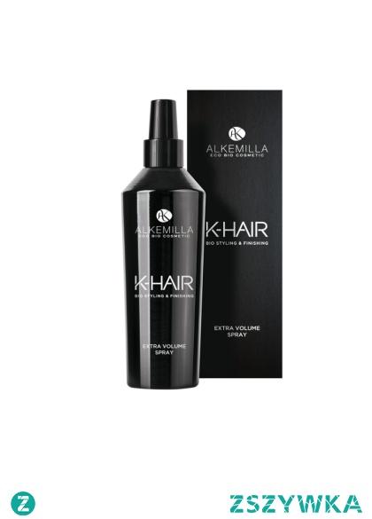 Spray zwiększający objętość włosów 250ml - Alkemilla  Spray zwiększający objętość włosów przeznaczony do pielęgnacji każdego rodzaju włosów. Formuła oparta na roślinnych ekstraktach z owsa, prosa i oleju ze słodkich migdałów oraz lnu skutecznie nawilża oraz ma działanie przeciwrodnikowe i wzmacniające włosy. Zawarte w sprayu minerały i sól morska zaopatrują włosy w tlen, wspomagają odbudowę prawidłowej struktury i włókien włosów oraz zwiększają objętość włosów. Zaleca się stosowanie razem z szamponem zwiększającym objętość i odżywką zwiększającą objętość włosów z serii K-Hair od Alkemilla.