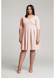 Sukienka w pudrowym różu