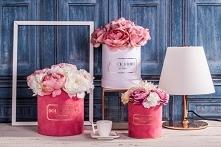 3 warianty naszych flower boxów ze sztucznych kwiatów  Zdjęcie i aranżacja- A...