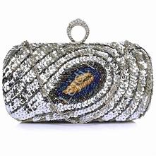Wieczorowa torebka srebrna z pawim piórem wykonanym z cekinów i koralików, druga strona gładka satynowa. Zapięcie to pierścień z kryształkami. #evening #bag #eveningbag #peacock...