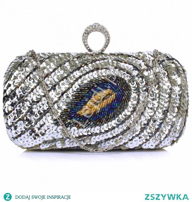 Wieczorowa torebka srebrna z pawim piórem wykonanym z cekinów i koralików, druga strona gładka satynowa. Zapięcie to pierścień z kryształkami. #evening #bag #eveningbag #peacock #feather #sequinhandbag #decoratedbag #exclusive #exclusivebag #fashionable #fasionableaccessories #accessories #torebka #wieczorowatorebka lejdi.pl