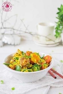Ryż smażony z warzywami i k...
