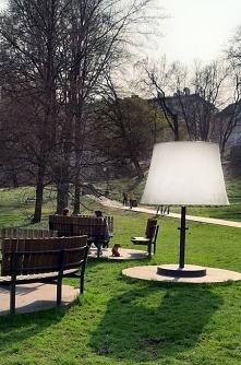 miło tak przy lampce posied...