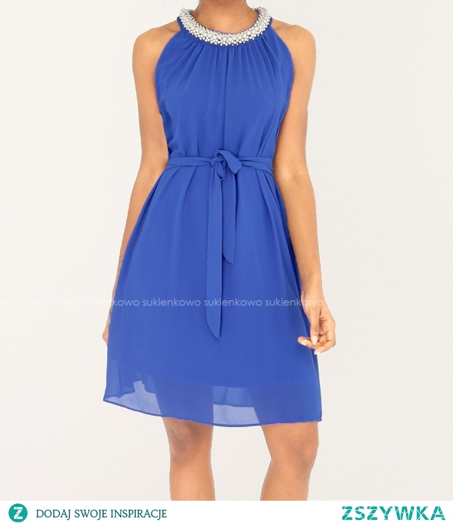KOLIN - Zwiewna sukienka z perłową kolią niebieska Kliknij w zdjęcie by przejść do produktu sukienkowo.com