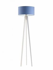 Drewniana lampa stojąca prz...