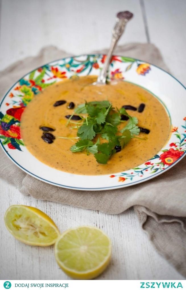 Zupa z batatów i fasoli z mlekiem kokosowym