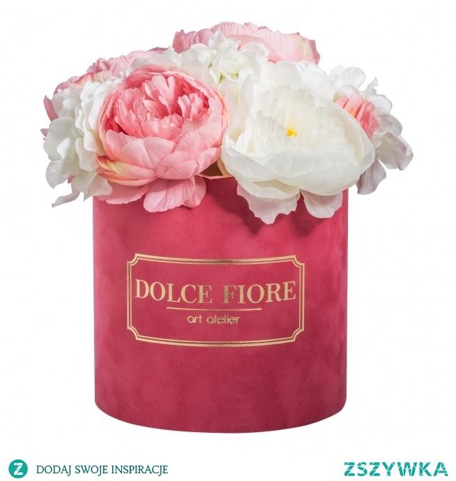 Nasz flower box ze sztucznych kwiatów w zamszowym różowym pudełku- dostępny w naszym sklepie internetowym