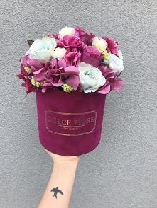 Nasz piękny flower box w odcieniach fuksji z ułożeniem wypukłym kwiatów Nasze...