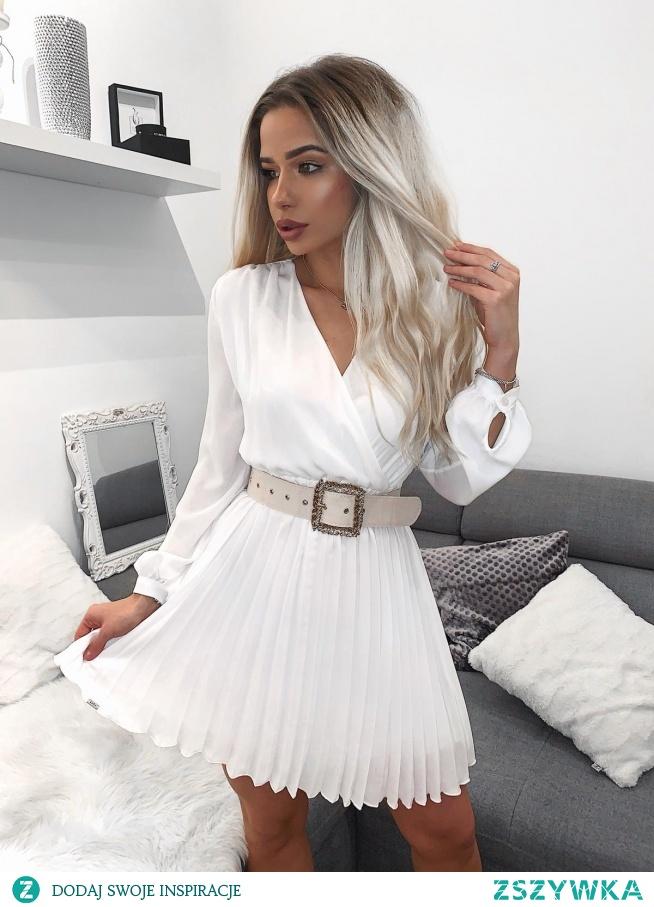 KLIKNIJ W ZDJECIE BY PRZEJŚĆ DO PRODUKTU SUKIENKOWO.COM MIA - Plisowana sukienka z dekoltem  V ecru