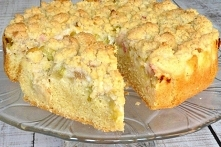 Łatwe ciasto z rabarbarem i kruszonką