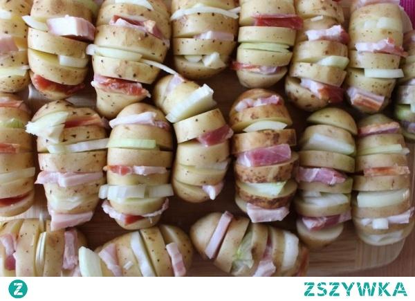 Młode ziemniaki z boczkiem i cebulą z grilla