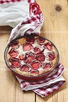 Deserowe ciasto truskawkowe