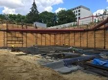 Ścianka berlińska – tymczasowa obudowa wykopu. Określenie pochodzi od metody zabezpieczania głębokich wykopów podczas prac ziemnych prowadzonych podczas budowy Metra Berlińskieg...