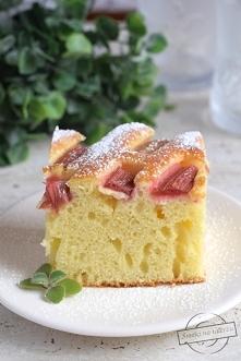 Ciasto maślankowe z rabarbarem