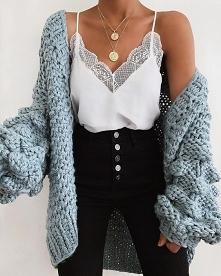 Wiosenna stylizacja z błękitnym kardiganem