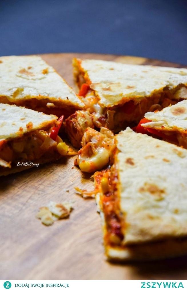Quesadilla z kurczakiem i serem. Przepis po kliknięciu w zdjęcie.