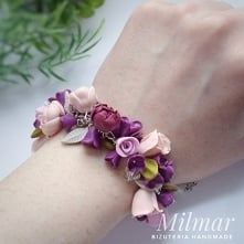 Bransoletka z kwiatami bzu,piwonii i różyczek wykonana własnoręcznie z modeliny.