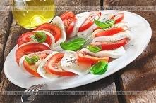 Sałatka z pomidorów, sera i bazylii