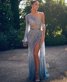 * Długie suknie z rozcięcie...