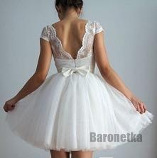 Piękne plecki w pięknej suk...