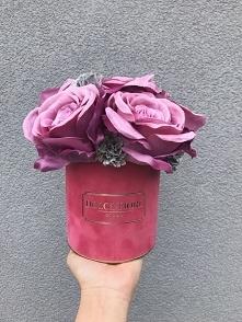 Mały flower box z ułożeniem wypukłym kwiatów