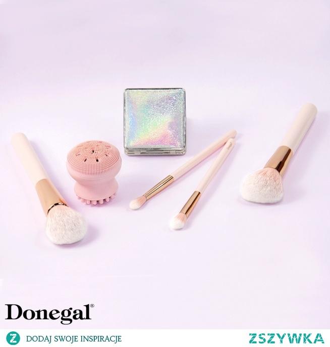 """""""Cały świat i wszystko na nim jest piękne, ale najpiękniejsza jest kochająca kobieta.""""    Pink Ink by Donegal"""