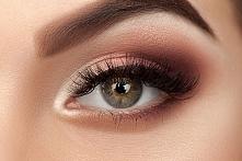 Szukacie pomysłów ✨ na wieczorny makijaż oczu, który będzie modny w sezonie letnim ☀? Sprawdźcie inspiracje które dla Was przygotowaliśmy!