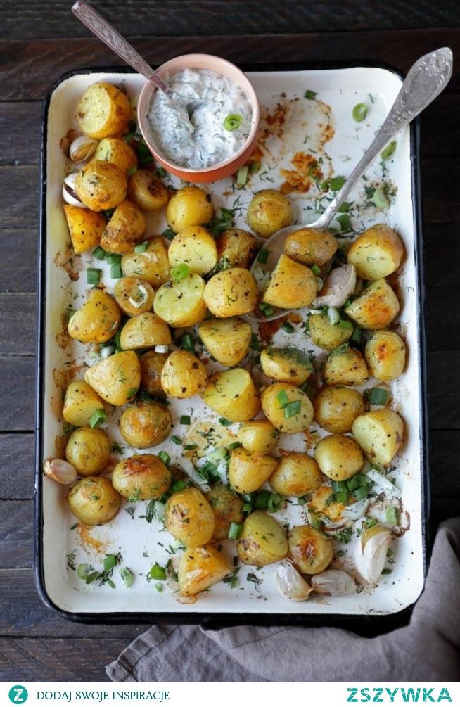 pieczone ziemniaki z sosem koperkowym