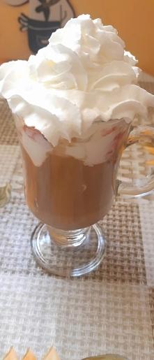 kawa z lodami i bitą śmieta...