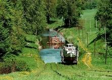 Kanał Elbląski (woj. warmińsko-mazurskie) -  żeglowna droga wodna. Jeden z 7 cudów Polski. W 1978 fragment kanału uznano za zabytek techniki, natomiast w 2011 został uznany za p...