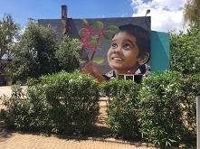 Graffiti na budynku szkolny...
