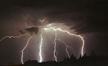 Trzy serwisy pogodowe, na k...