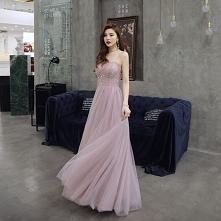 Piękne Rumieniąc Różowy Suk...