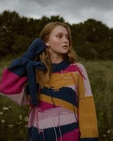 Kolorowy sweter oversize