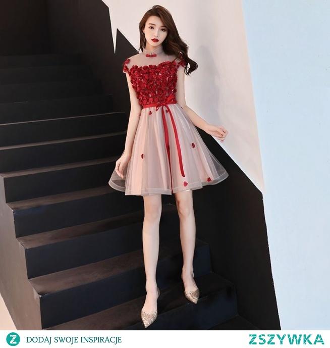 Uroczy Burgund Strona Sukienka 2019 Princessa Wysokiej Szyi Kryształ Z Koronki Kwiat Aplikacje Rękawy z Kapturkiem Krótkie Sukienki Wizytowe