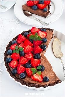 Tarta czekoladowa z owocami