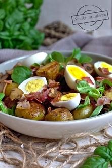 Młode ziemniaki z roszponką, jajkiem, boczkiem i pieczarkami (letni obiad)