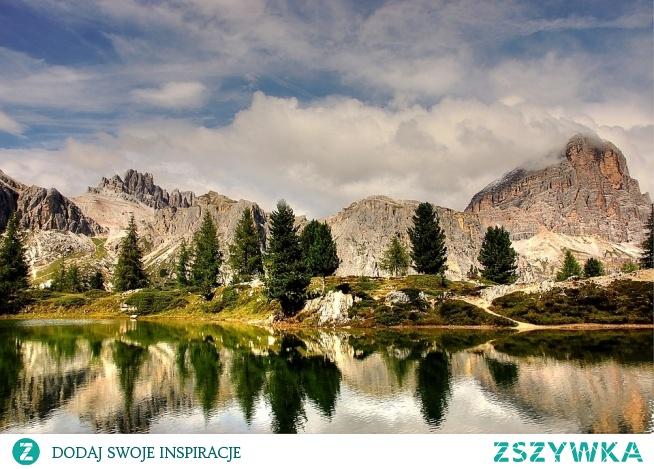 Cudowny krajobraz góry i woda <3