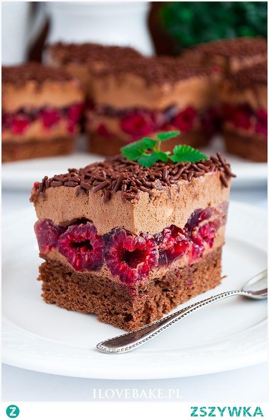 Ciasto tortowe z malinami i kremem