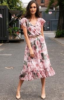 Efektowna sukienka w kwiaty...
