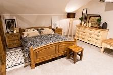 woskowane łóżko rustykalne z litego drewna