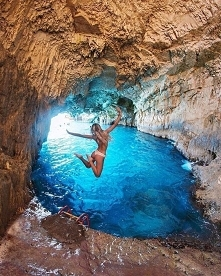 *Cave*