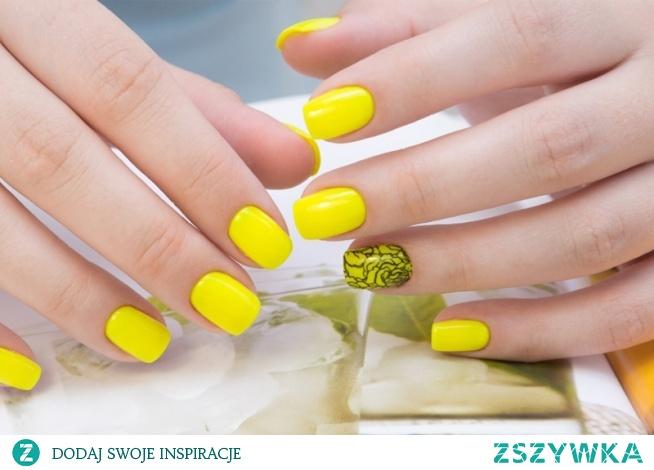 Żółte paznokcie to kolejna część po pomarańczowych stylizacjach, będąca nieodłącznym elementem wiosny i lata. Ten wspaniały odcień symbolizuje słońce ☀, i kojarzy nam się z błogim wypoczynkiem na plaży
