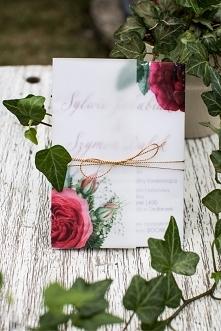 piękne i wyjątkowe zaproszenie ślubne z różami bordo, złoty sznureczek i kalka jest magia