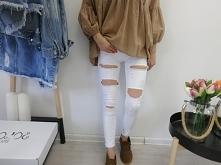 Jeansy Deluxe Białe, białe spodnie z dziurami to must have sezonu. W połaczen...